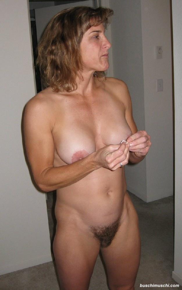 Haarige Hausfrau